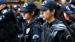 """รบ.ตุรกีอนุญาตให้ตำรวจหญิงคลุม """"ฮิญาบ"""" ได้เป็นครั้งแรก"""