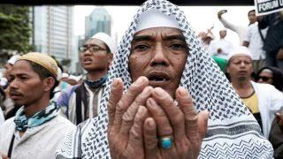 ชาวมุสลิมจาการ์ตา นับพันคน เดินขบวนก่อนเลือกตั้ง