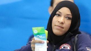 แชมป์โอลิมปิกหญิงมุสลิม ถูกกักตัวที่สนามบินอเมริกาถึง 2 ชม.