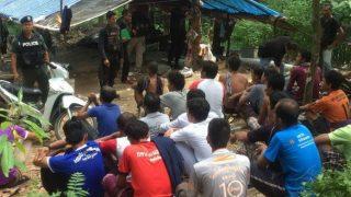 บุกจับวัยรุ่นมั่วสุมน้ำกระท่อม คุมตัวได้ 32 คน ของกลางอื้อ ที่จ.ปัตตานี
