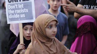 สุดเลว!หนุ่มอังกฤษกระชากฮิญาบสาวมุสลิมใจกลางลอนดอน