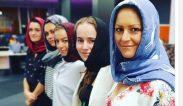 ผู้ประกาศข่าวหญิงนิวซีแลนด์ สวมผ้าคลุมฮิญาบเพื่อแสดงความเป็นหนึ่งเดียวกับชุมชนมุสลิม